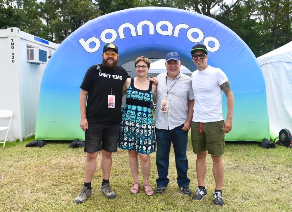 bonnaroo arch with people